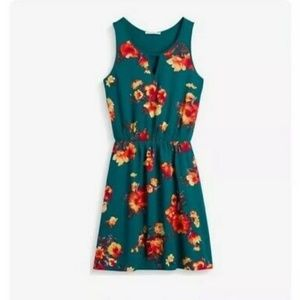 41 Hawthorn Evander Green Floral Dress